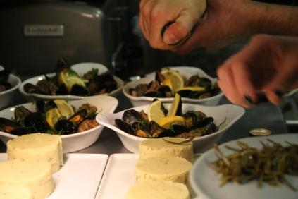 fava and stuffed mussels - photo by Cihan Yildiz